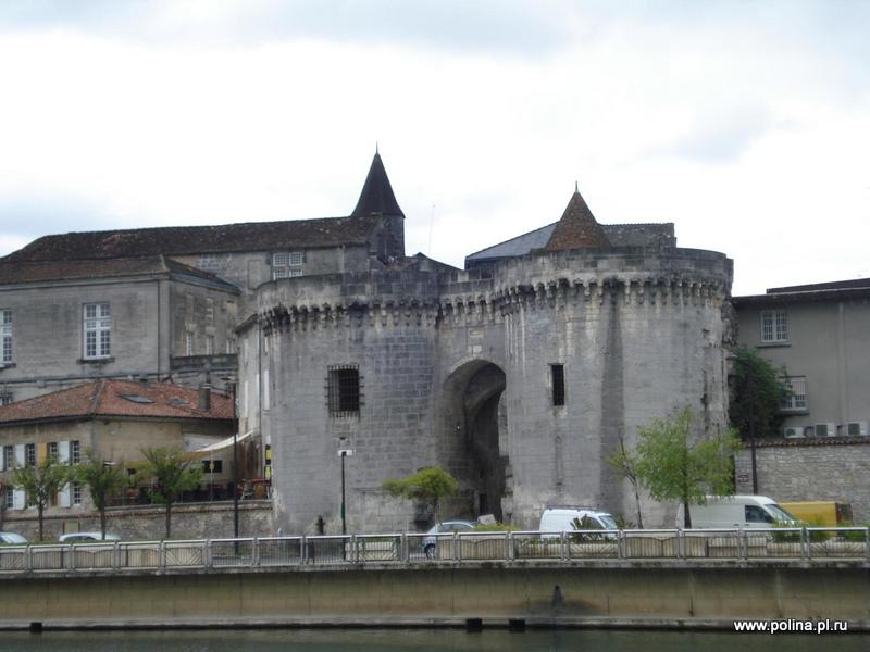 Russian tour with guide in Cognac, Russian or English speaking guide in Medoc